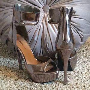 Shoe dazzle platform heels with ankle strap.